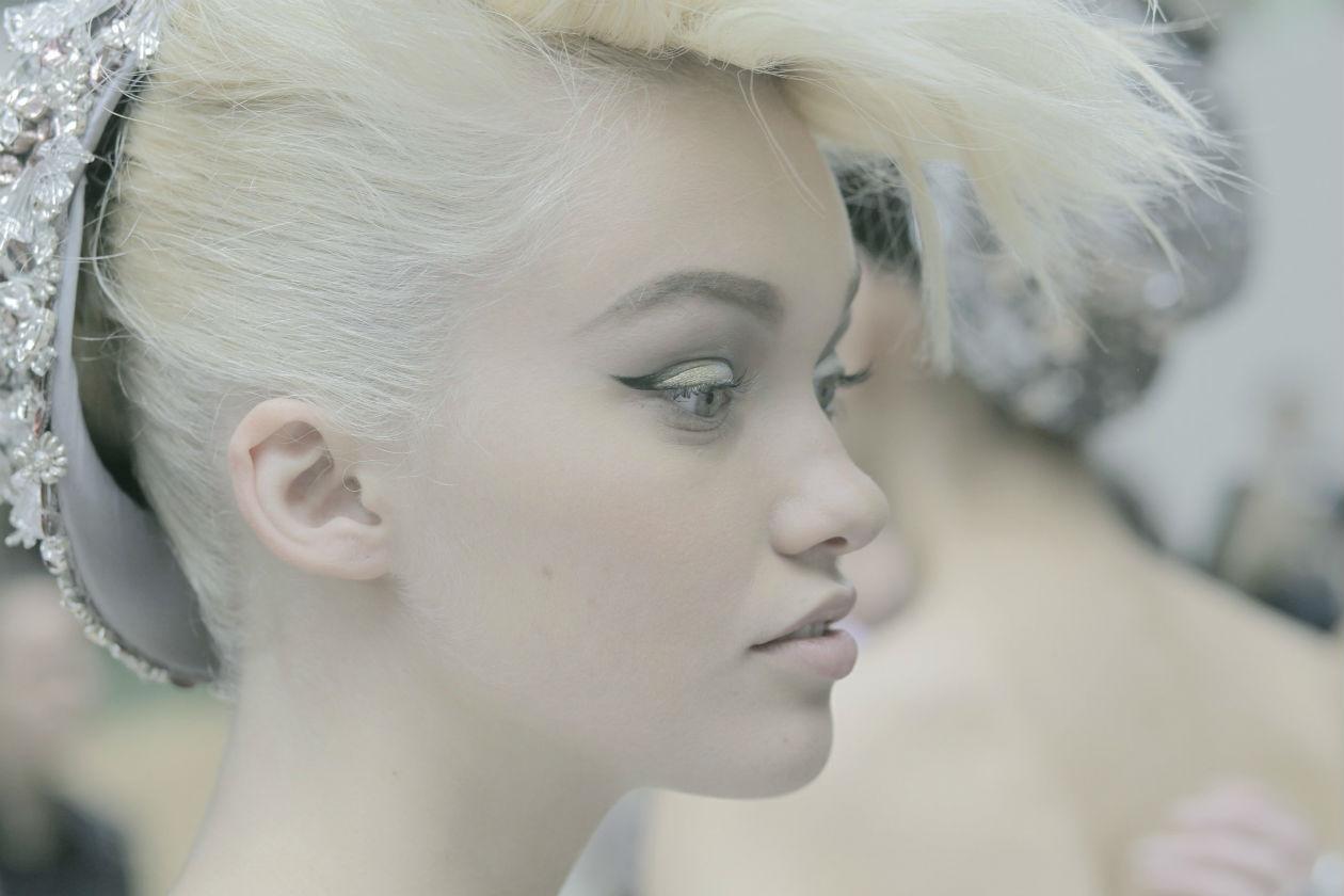 Backstage Défilé CHANEL Haute Couture Automne-Hiver 2014-15 Maquillage CHANEL © CHANEL 2014