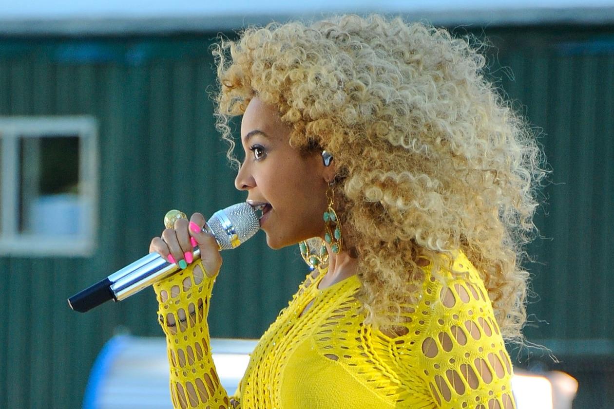 """Beyoncé: """"cofana di capelli"""""""