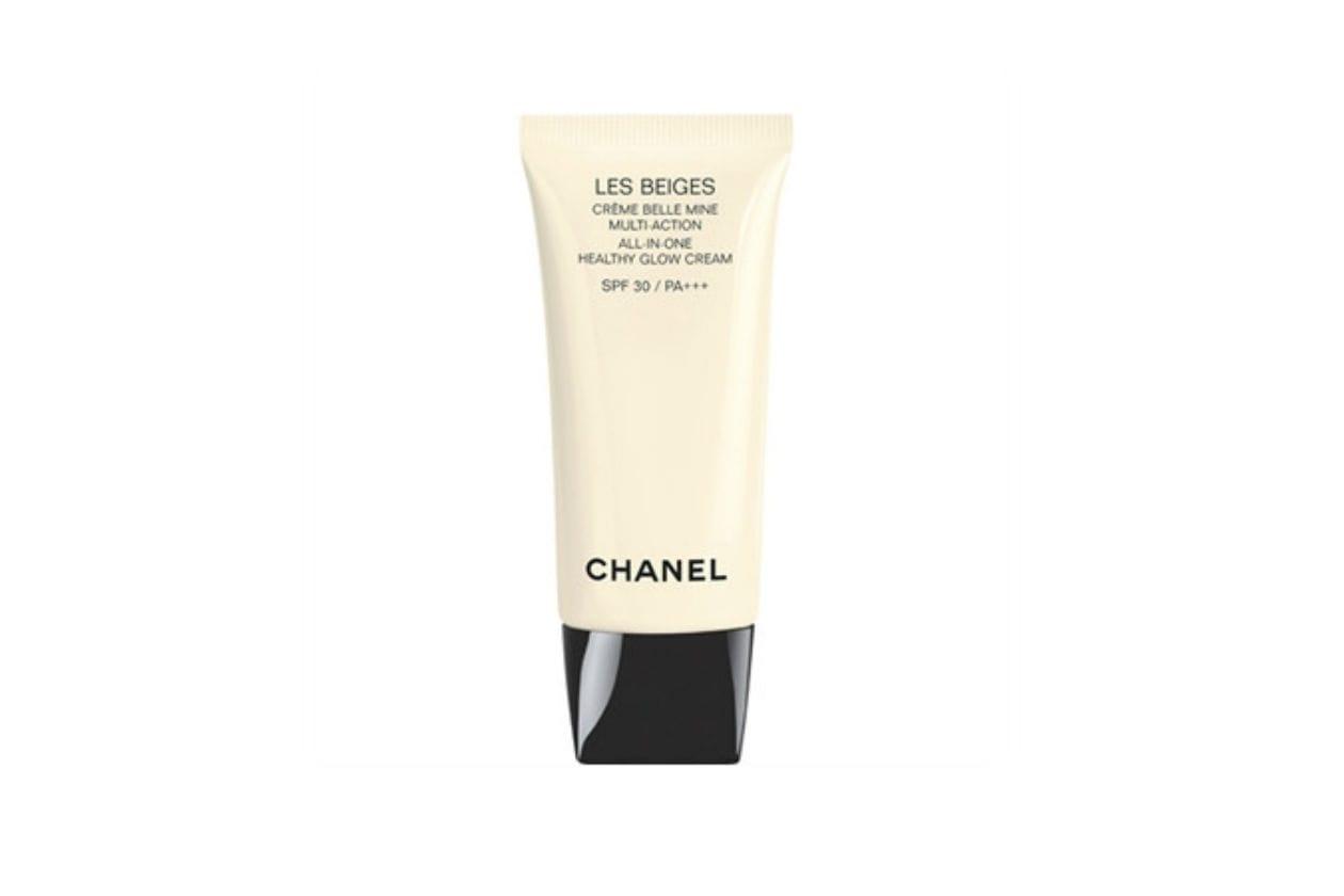 Chanel Les Beiges Créme Belle Mine Multi-Action SPF 30 regala una nuova luce al viso, come dopo una giornata passata all'aria aperta