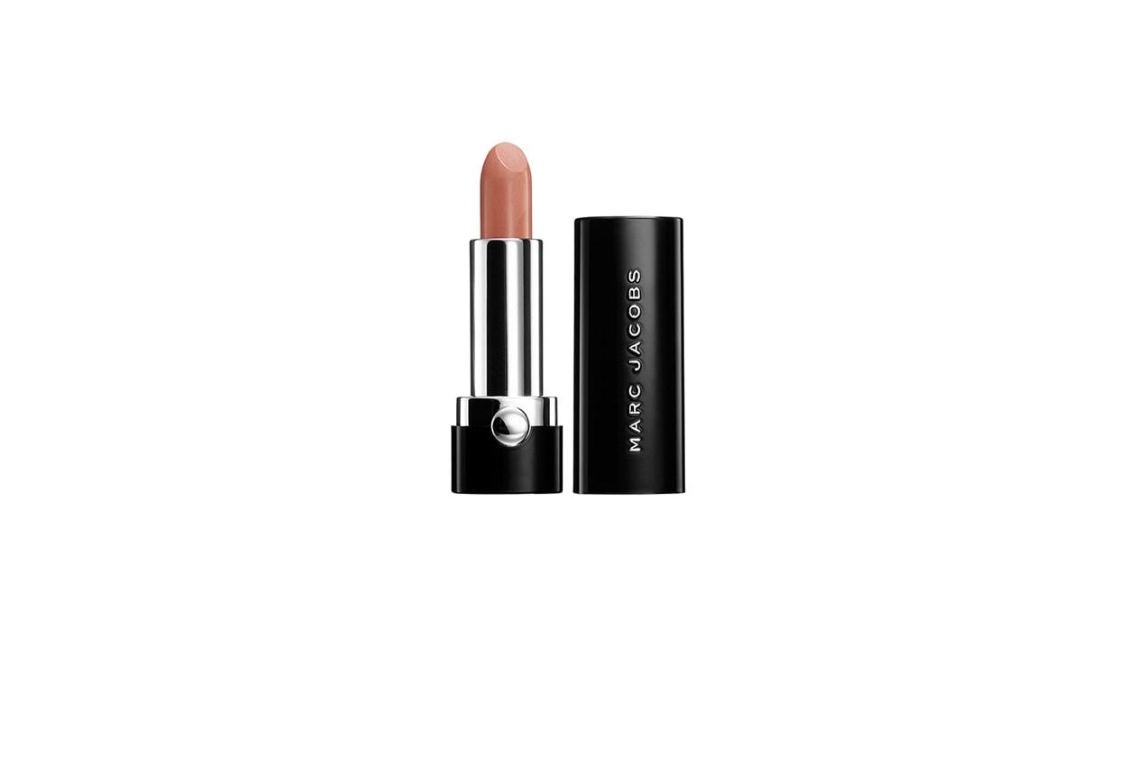 Colore delicato anche per il Lovemark Lipg Gel in Moody Margot di Marc Jacobs Beauty
