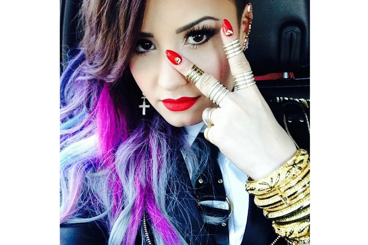 Demi Lovato capelli: crazy for rainbow