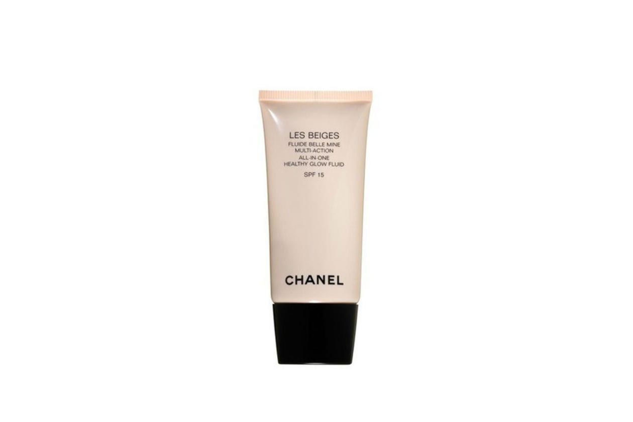 Il Fluido effetto radioso multi azione SPF 15 di Chanel fa risplendere il colorito naturalmente, come dopo una giornata trascorsa all'aria aperta