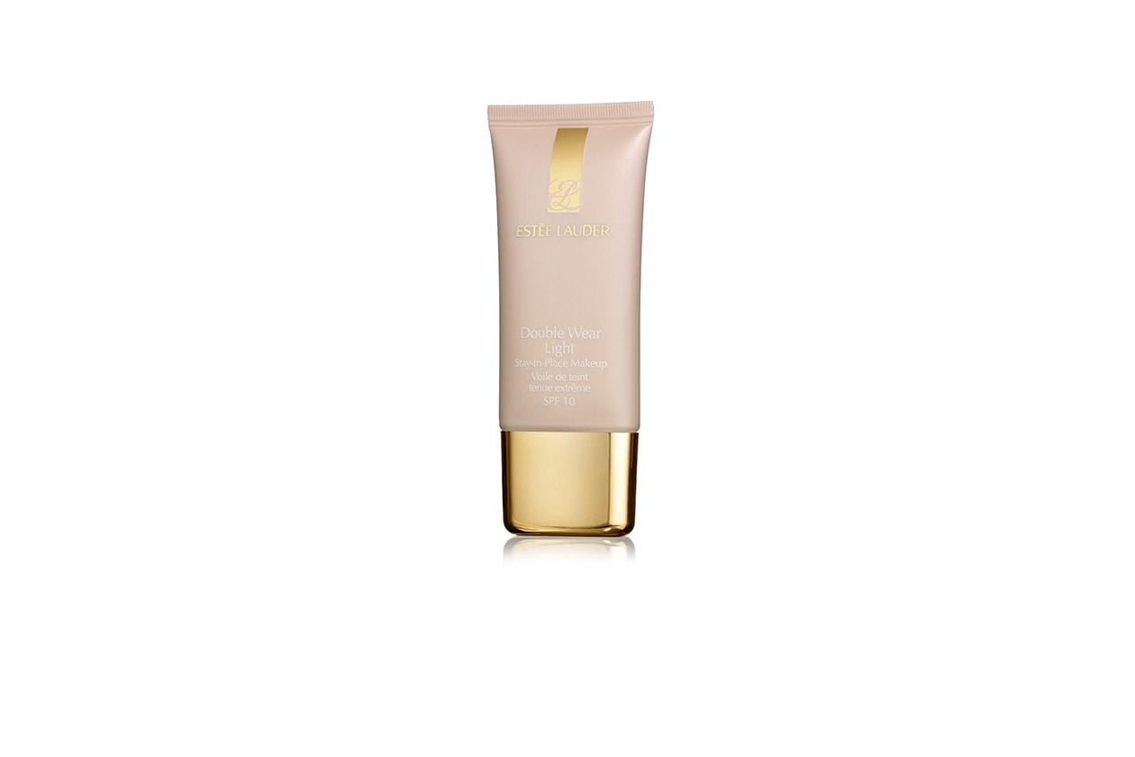 LUNGA TENUTA: il Double Wear Light Foundation Stay-in-Place Makeup SPF 10 di Estée Lauder garantisce 15 ore di durata