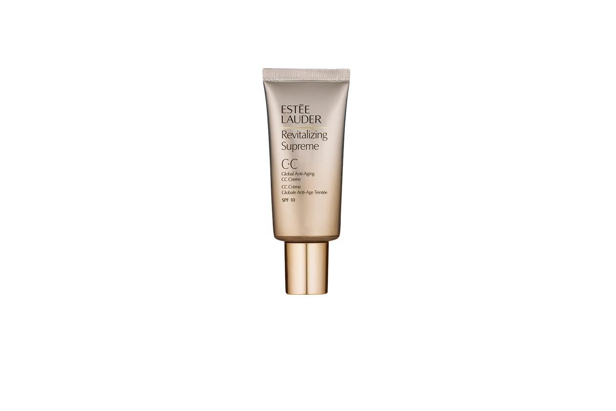 La CC Cream Revitalizing Supreme di Estée Lauder apporta benessere alla pelle grazie a un'azione nutriente negli strati dermici più profondi