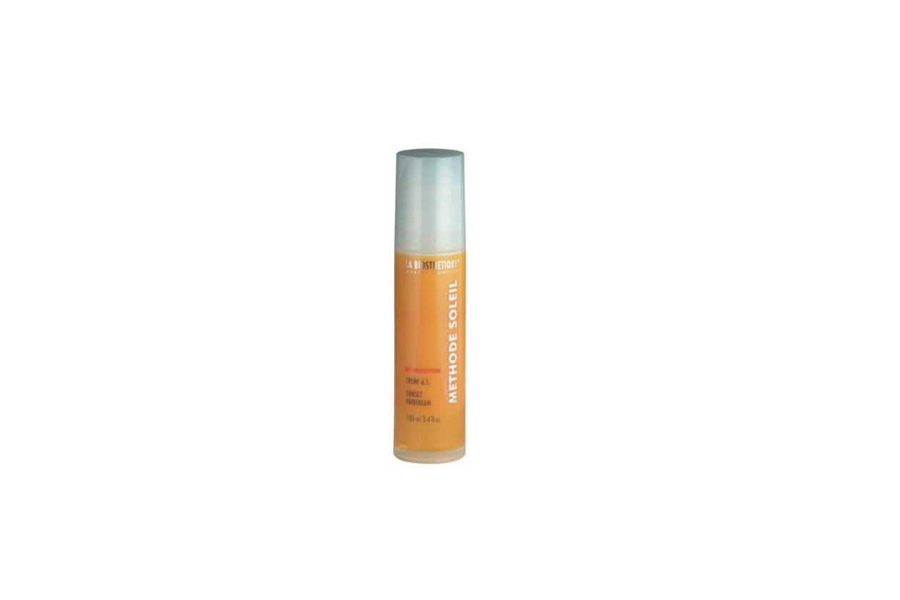 La Creme Solaire Protection Cellulaire SPF 50+ di LA BIOSTHETIQUE offre una protezione contro i raggi UVA e UVB per la pelle secca e sensibile