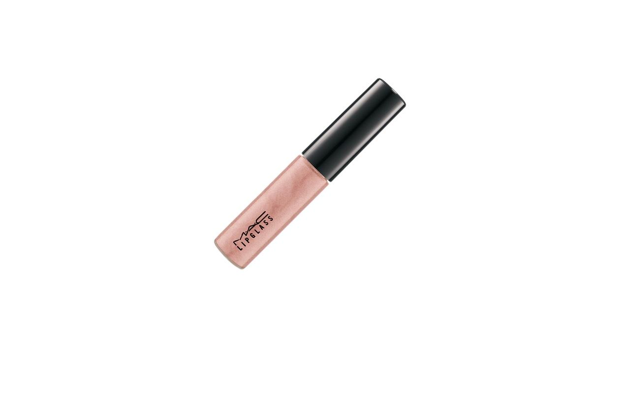 Labbra rosa long lasting con il Tinted Lipglass in Oh My Darling di MAC