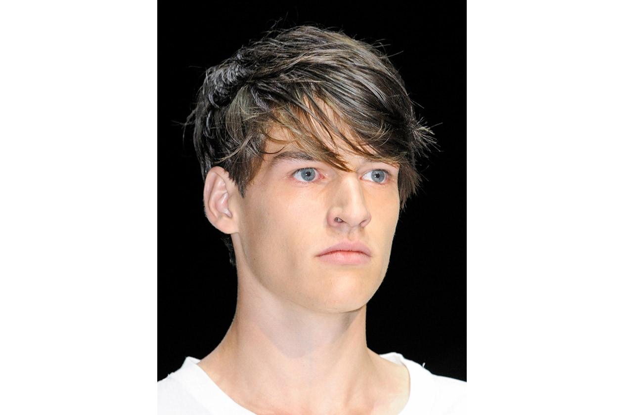 Quando il capello ha un finish (fintamente) spettinato, è necessario dedicare più tempo allo styling (Andrea Pompilio)