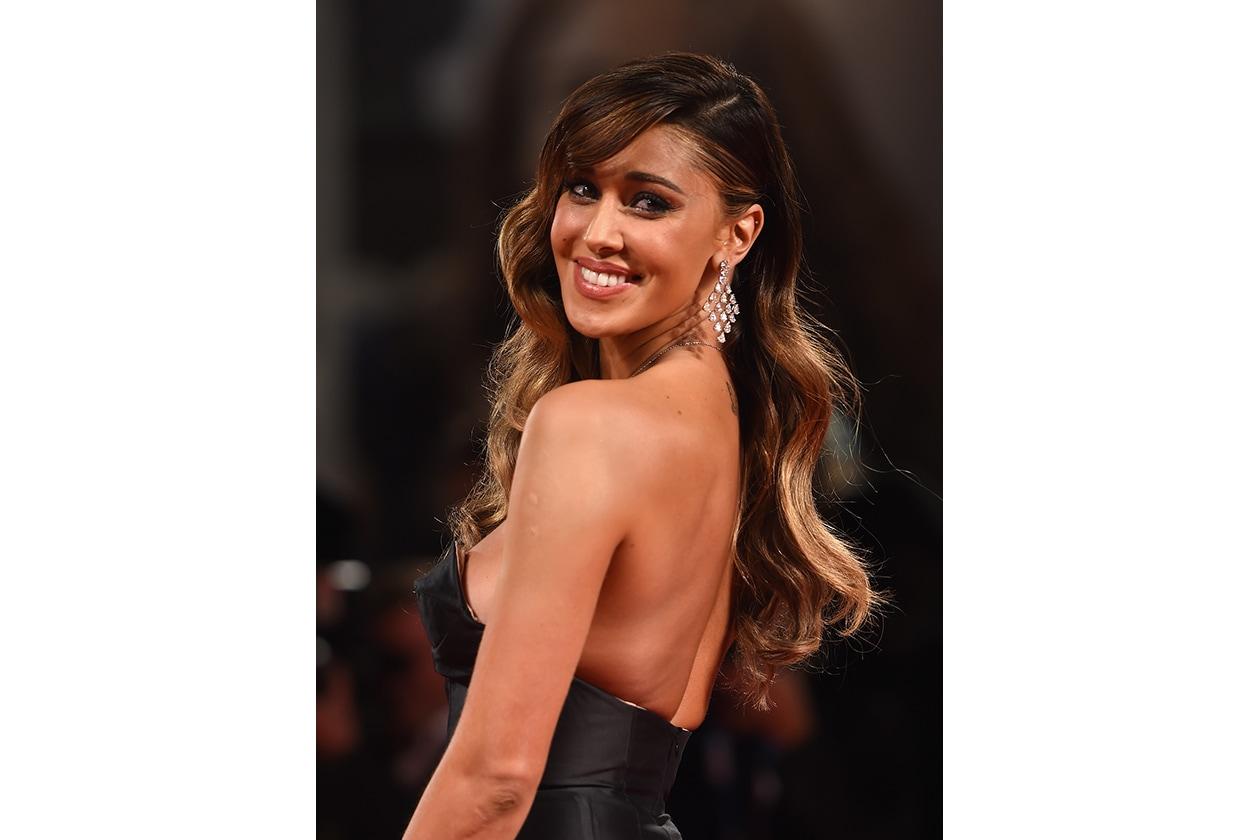 Belen Rodriguez: capelli in primo piano