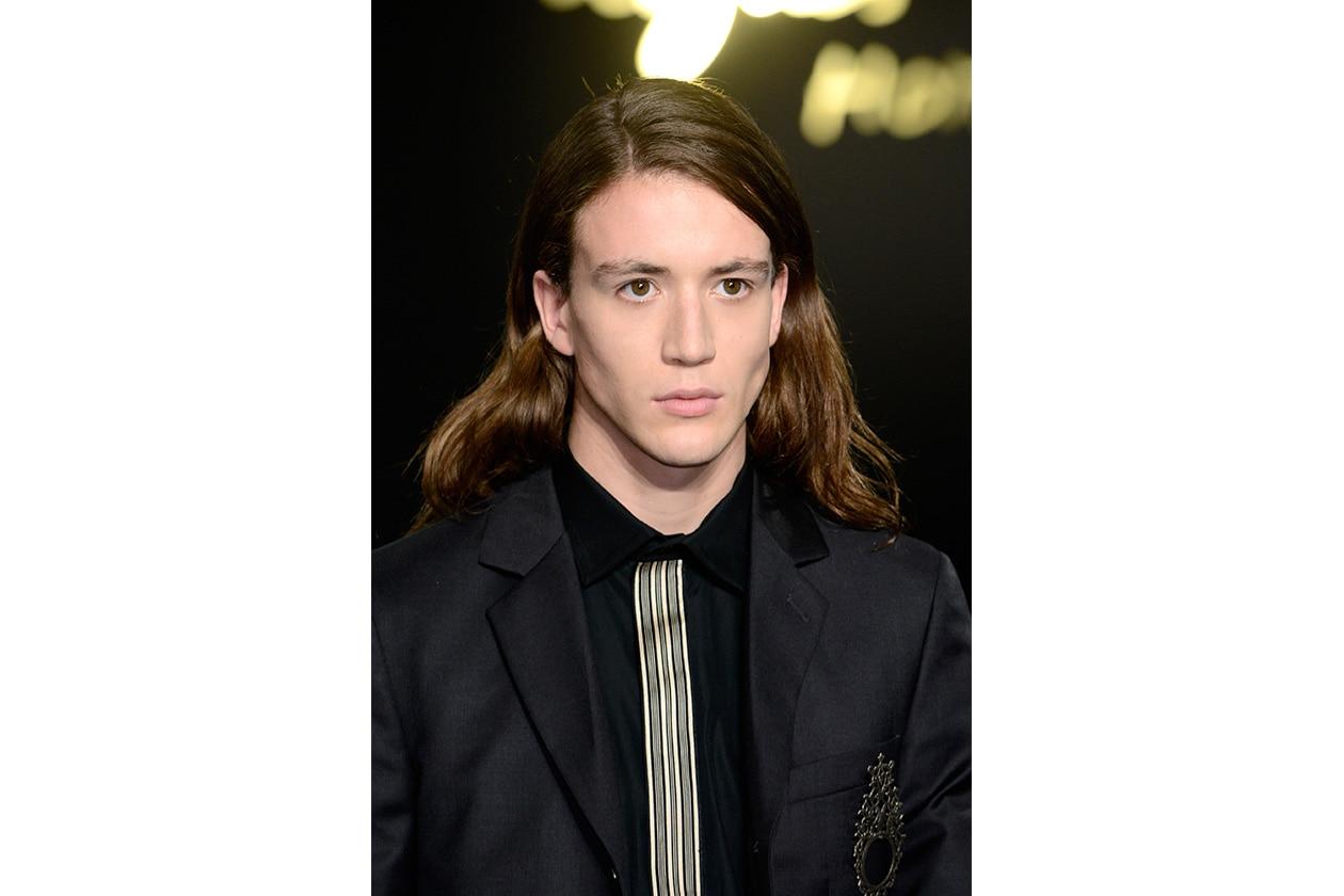 Con i capelli lunghi (Agnès B)