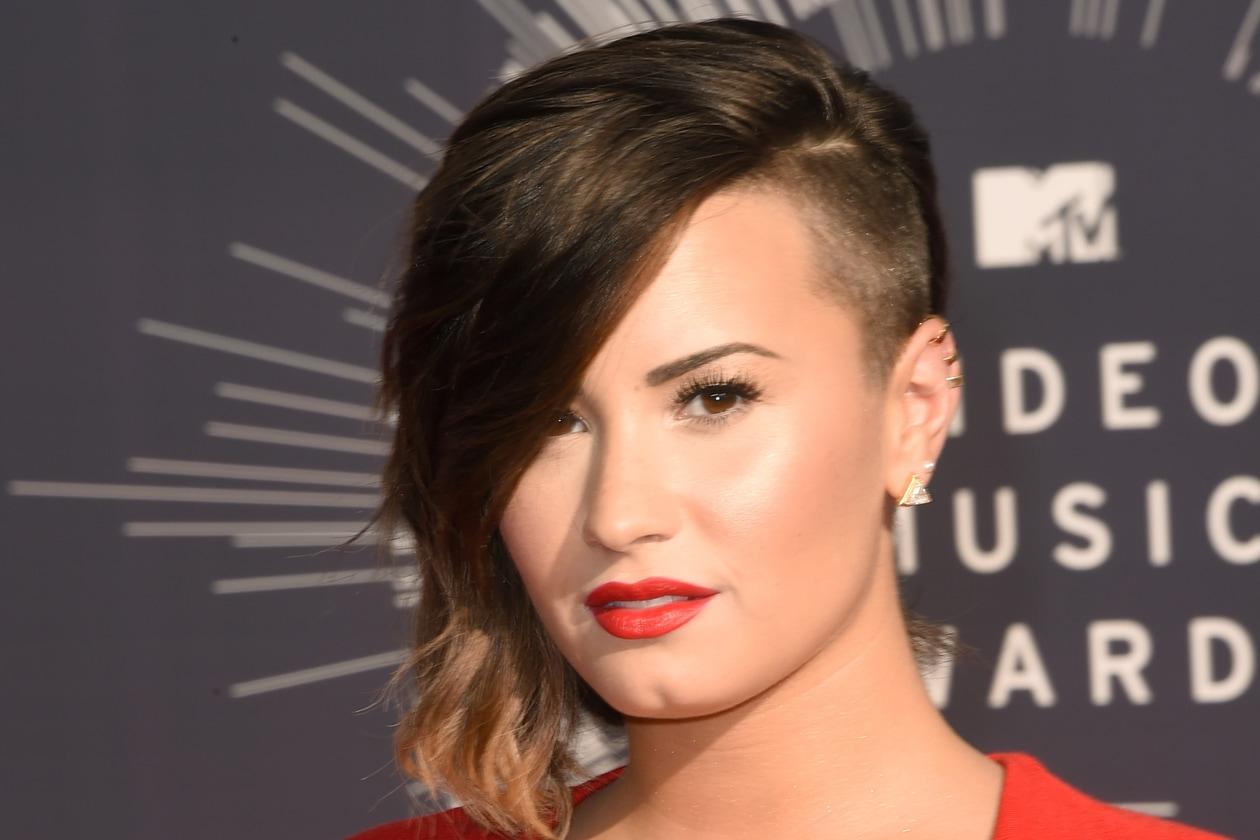 DEMI LOVATO: red carpet lipstick