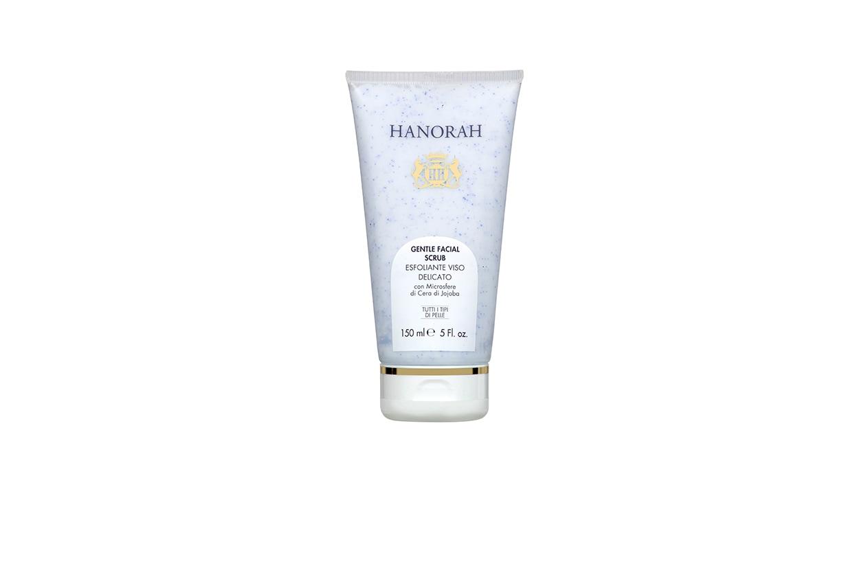 Gentle Facial Scrub di Hanorah è una crema esfoliante con microsfere di cera di Jojoba per uno scrub dolce, emolliente e non aggressivo