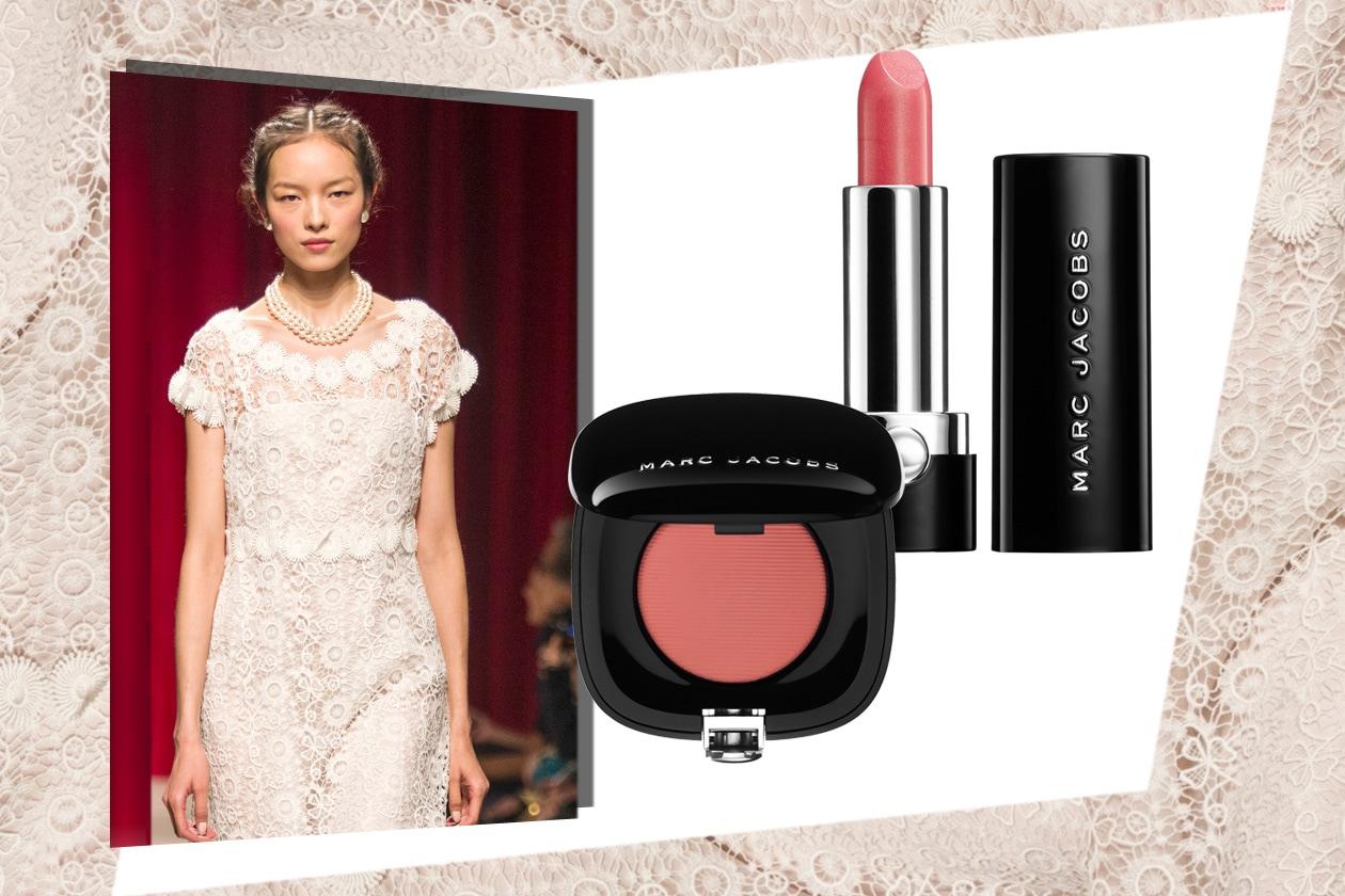 LADY ELEGANZA: nella collezione di Moschino c'è spazio anche per il pizzo bianco: romantico, vintage, elegantissimo. Come il beauty look (Marc Jacobs Beauty)