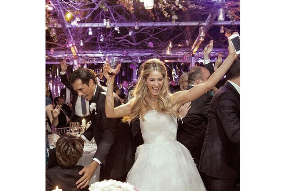 Restando in Italia, hanno pronunciato il fatidico sì anche Elena Santarelli e Bernardo Corradi che si sono sposati il 2 giugno a Borgo San Felice, tra le colline del Chianti