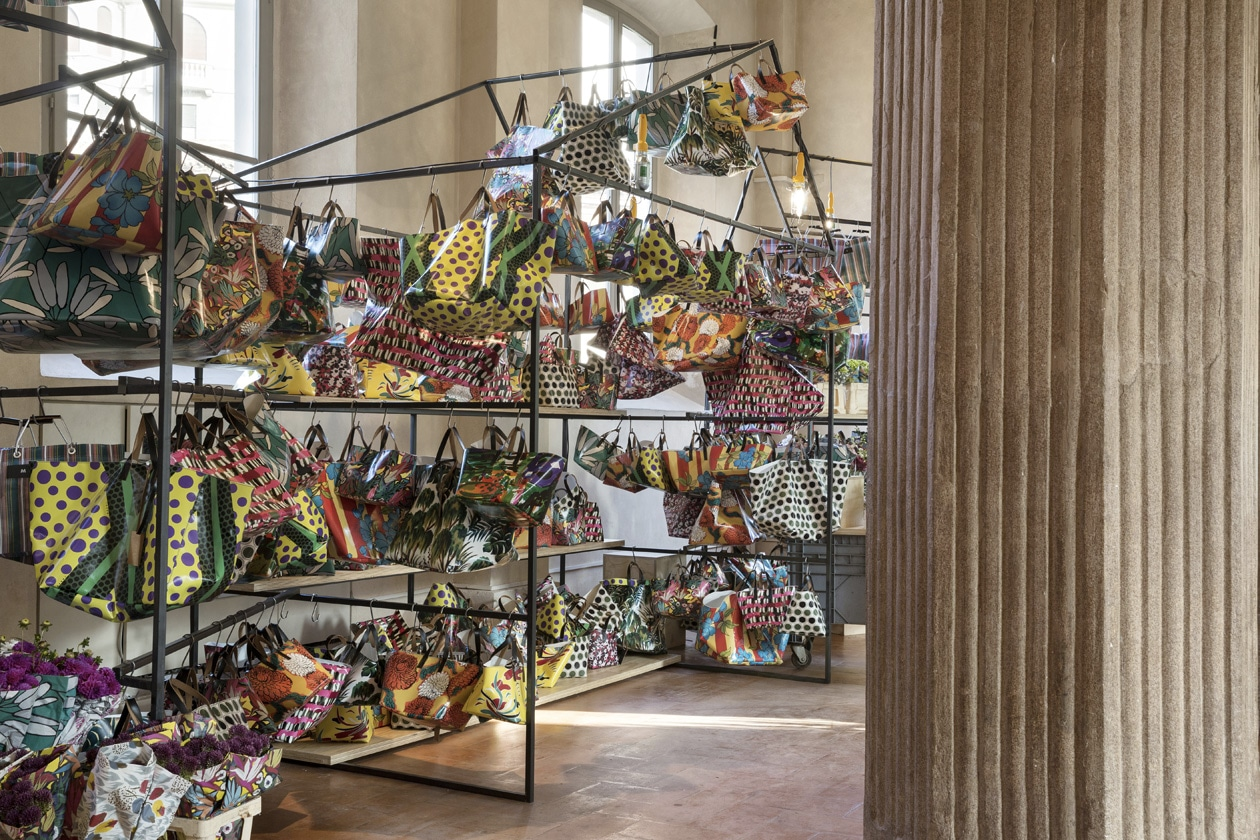 04 ñ MARNI FLOWER MARKET Installation Milan September 21