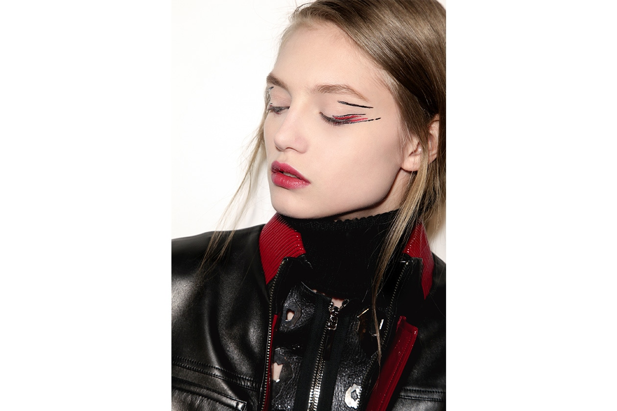 Beauty sfumature rosso make up occhi AI Anthony Vaccarello bbt W F14 P 004