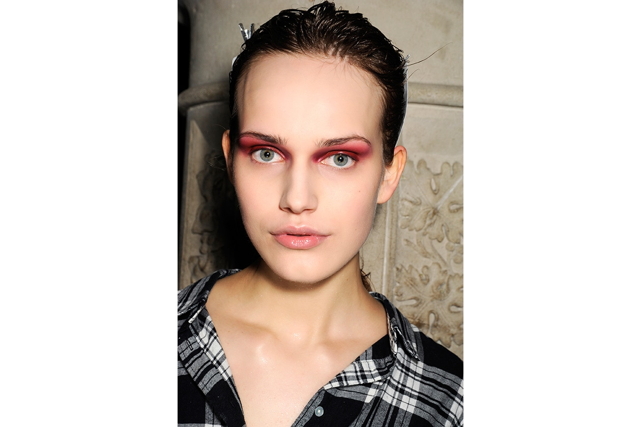 Beauty sfumature rosso make up occhi AI Julien Macdonald bbt W F14 L 008