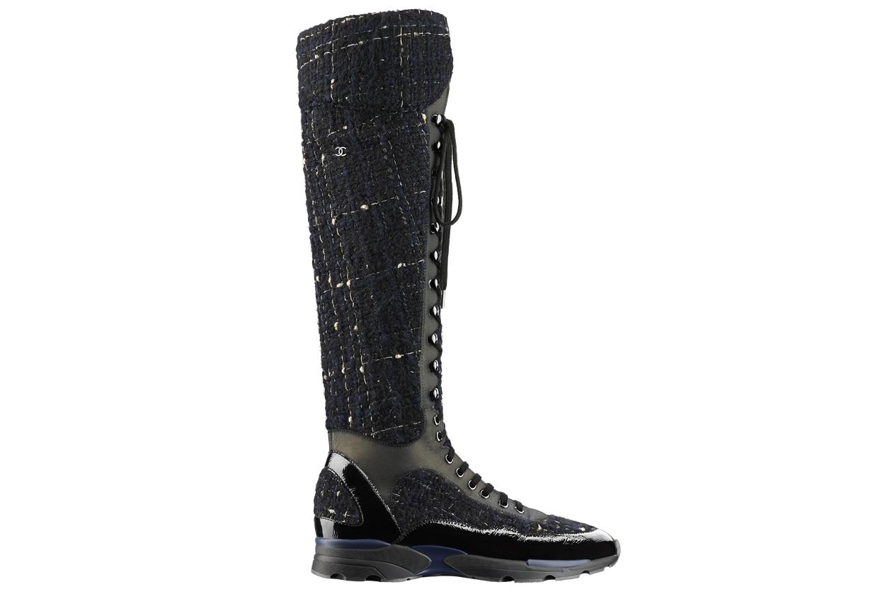 Black and blue tweed, leather and rubber sneaker Basket noire et bleue en tweed, cuir et caoutchouc