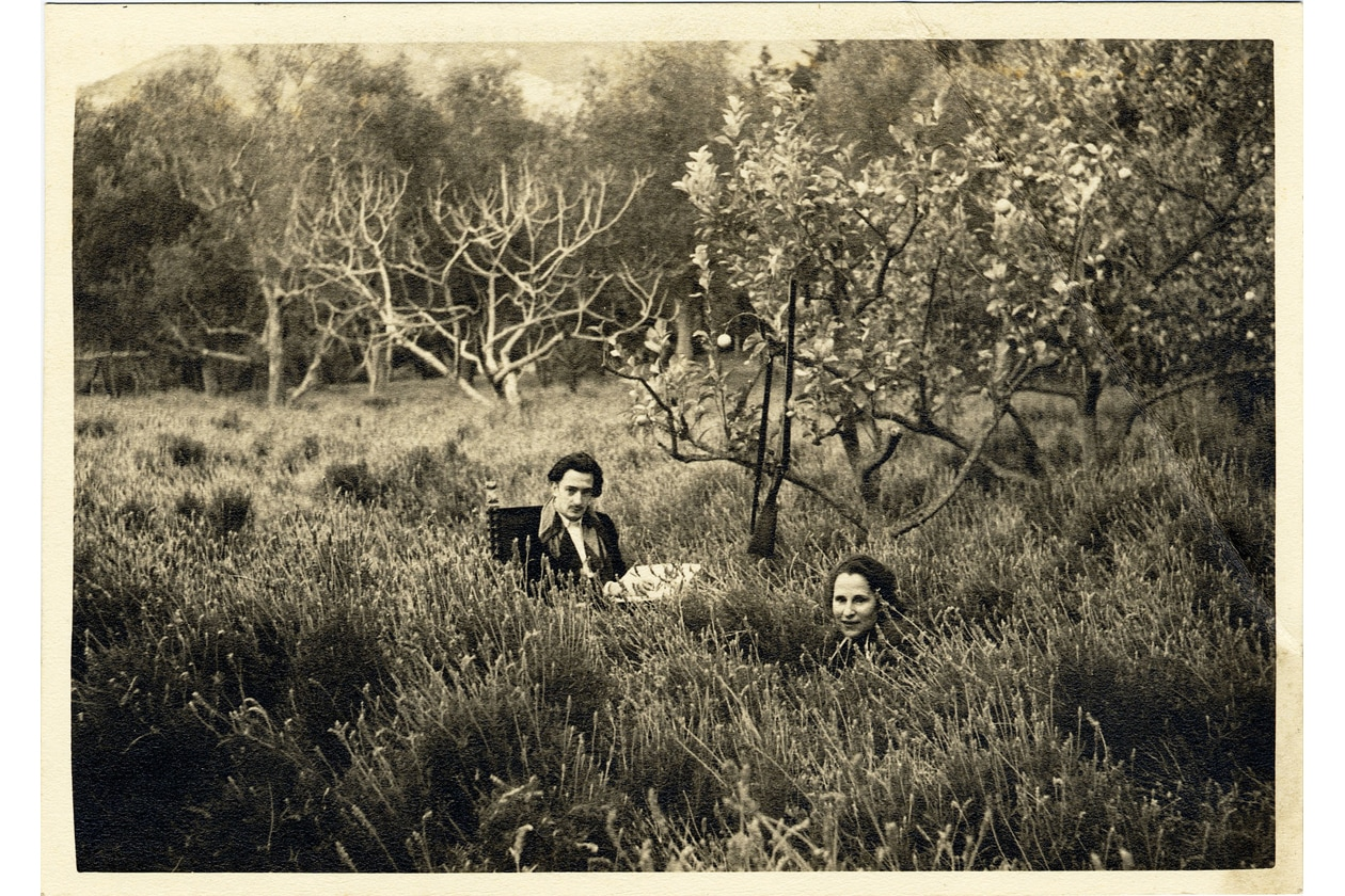 Dali et Gala dans le jardin La Pausa