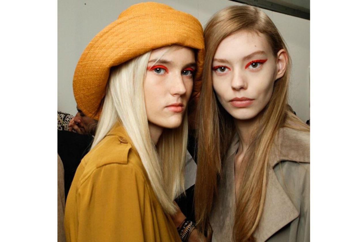 Eyeliner arancione fluo per Max Mara