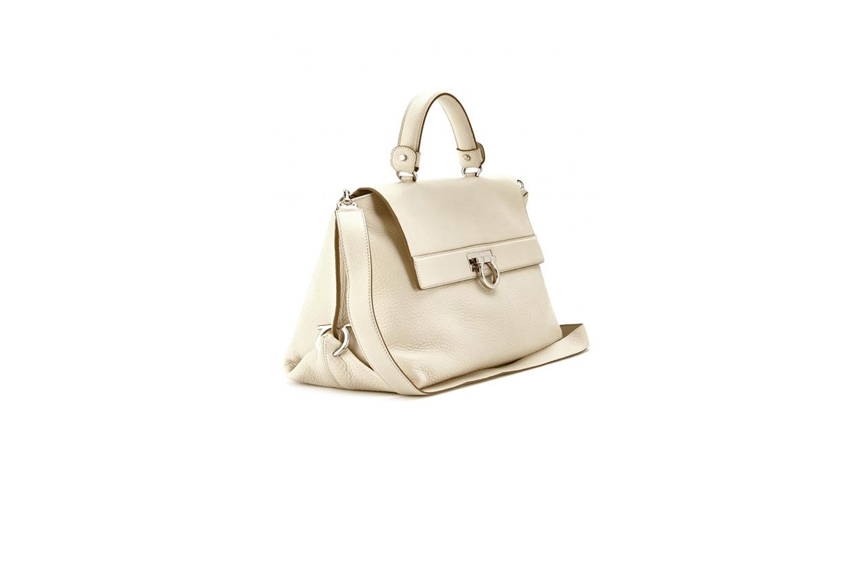 Fashion Get the Look Kendall Jenner ferragamo mytheresa SOFIA LEATHER SHOULDER BAG DETAIL 2