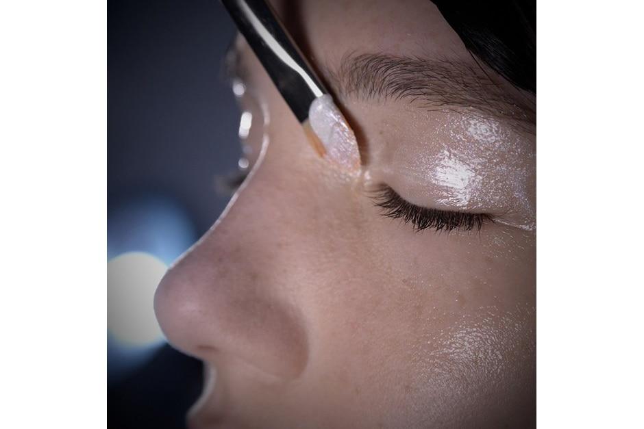 Glowing make up