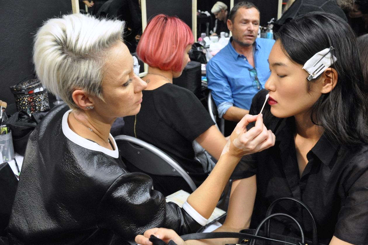 La make up artist Anoli corregge le imperfezioni