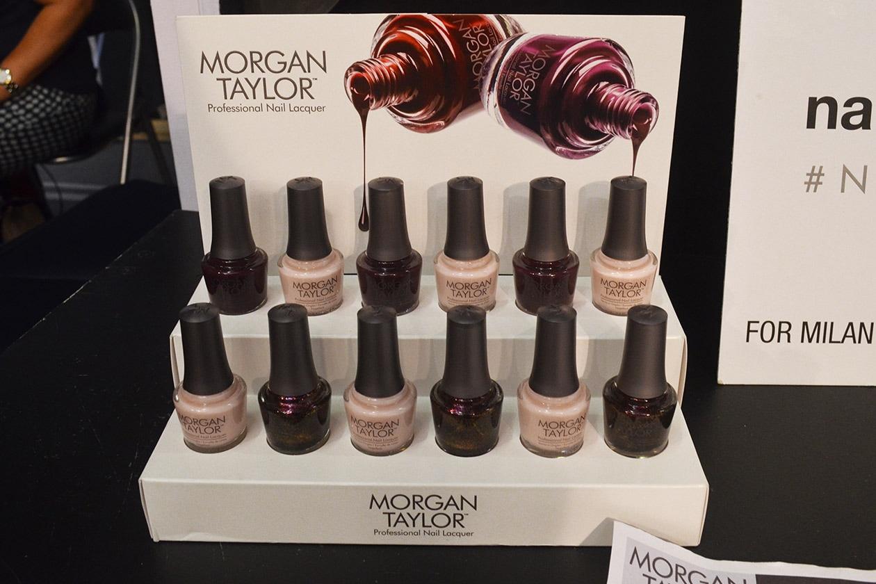 La nail art è stata curata da Antonio Sacripante di Morgan Taylor