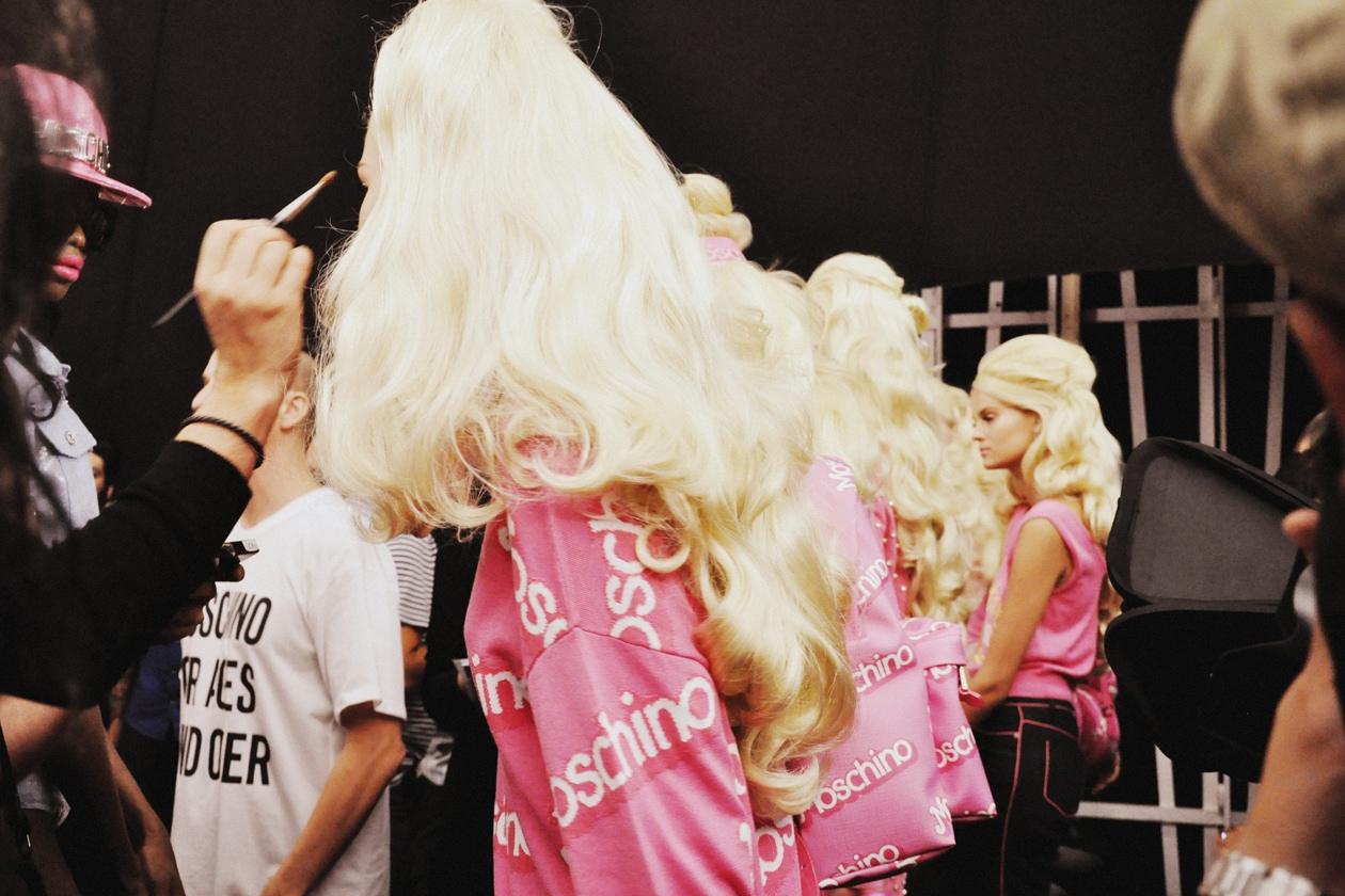 Moschino riprende il logo della Barbie
