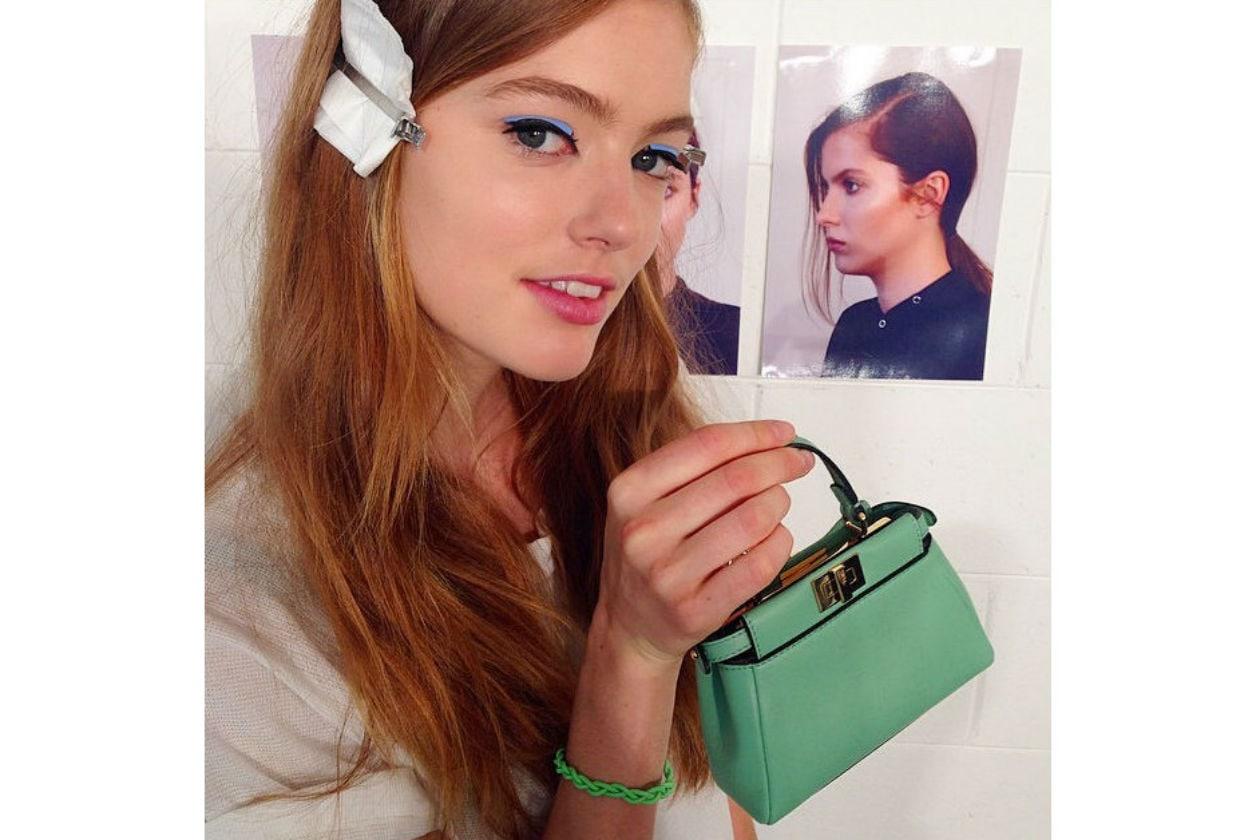 Stripe azzurra sugli occhi delle modelle (Fendi)