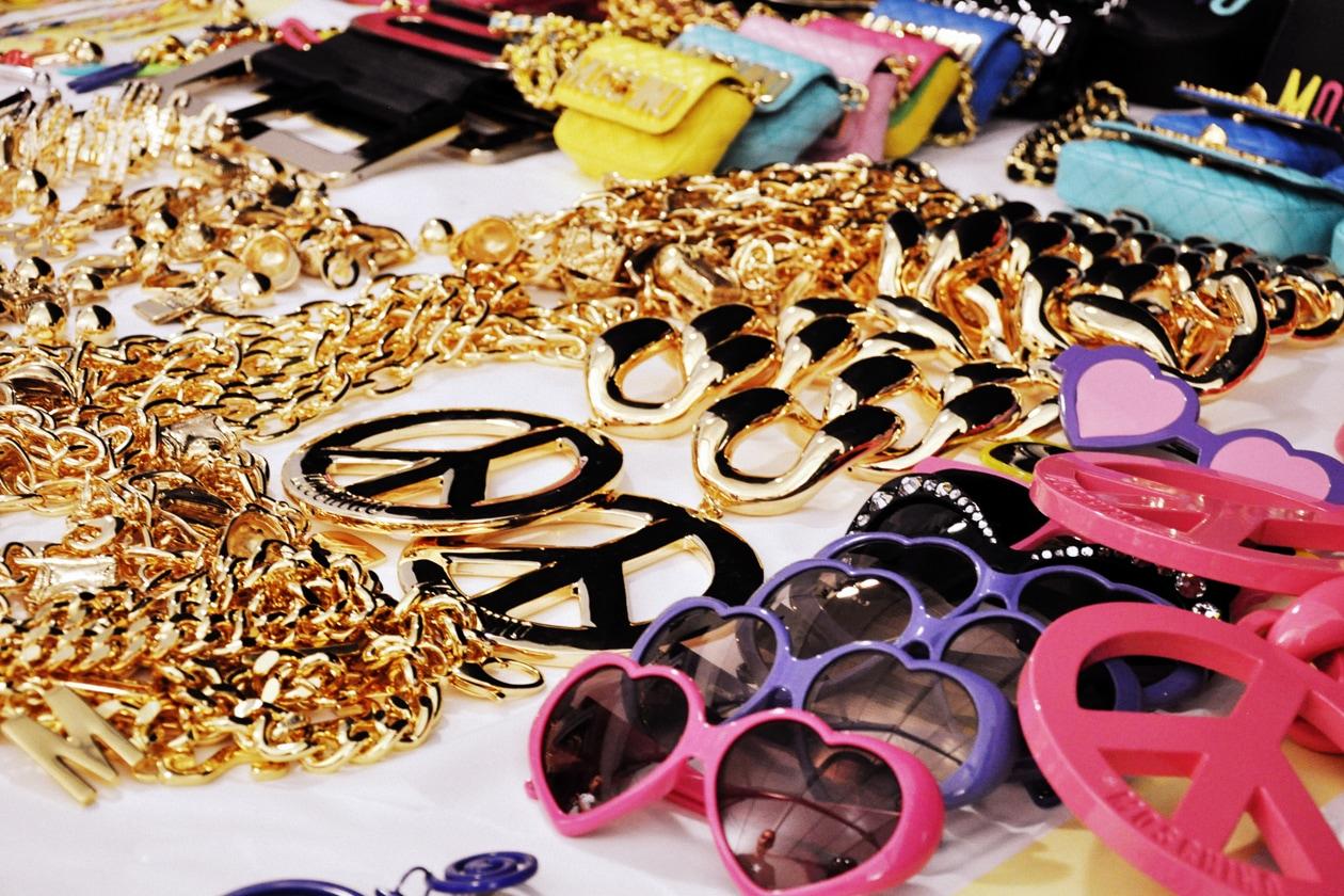 Un pieno di colore anche per gli accessori
