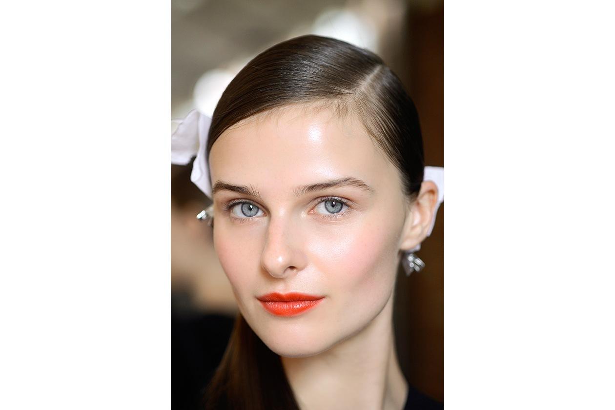 Un tocco di luce sul viso: scegliete prodotto dal finish shimmer (DKNY)