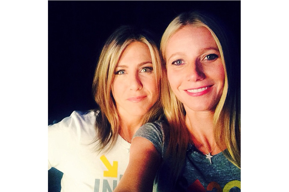 Gwyneth Paltrow: «#WERECALLINGYOU #StandUpToCancer #letsdothis»