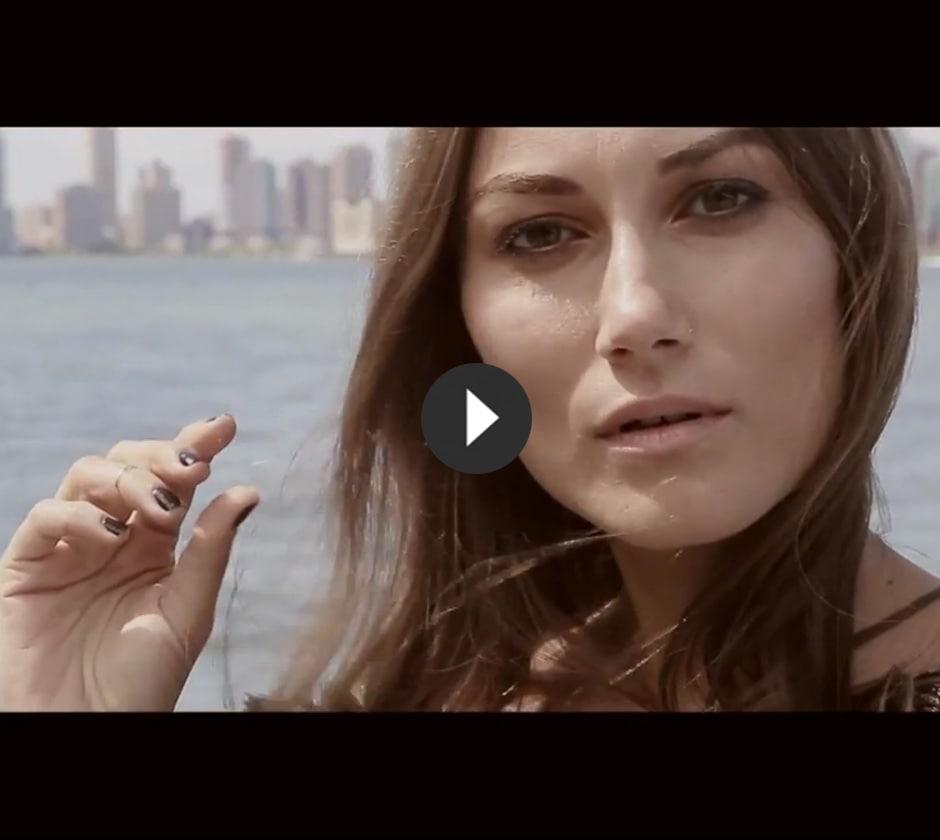 We Are Replay veste Giorgia Tordini durante la NY Fashion Week