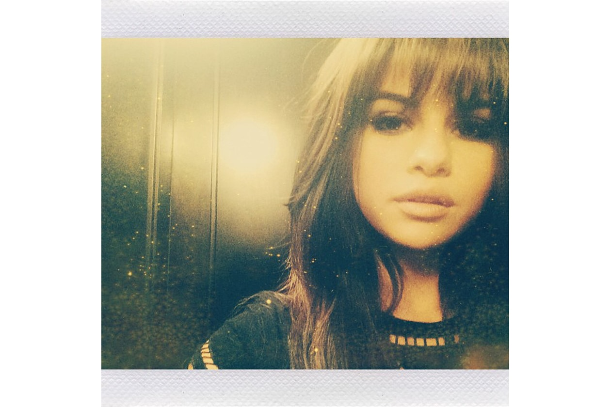 selena gomez. beauty look, capelli, frangia