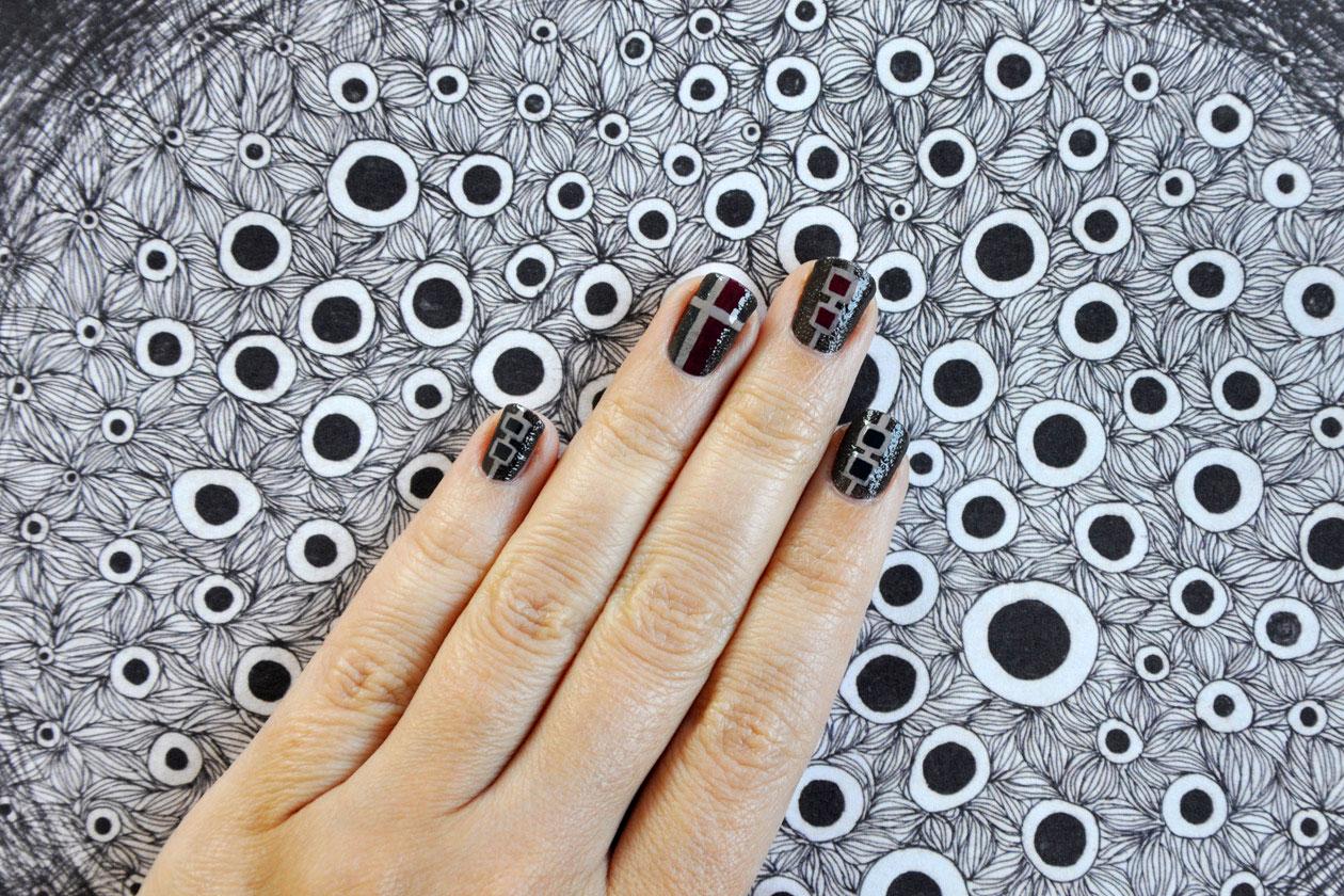 08 Fluffy Tartan Nail Art