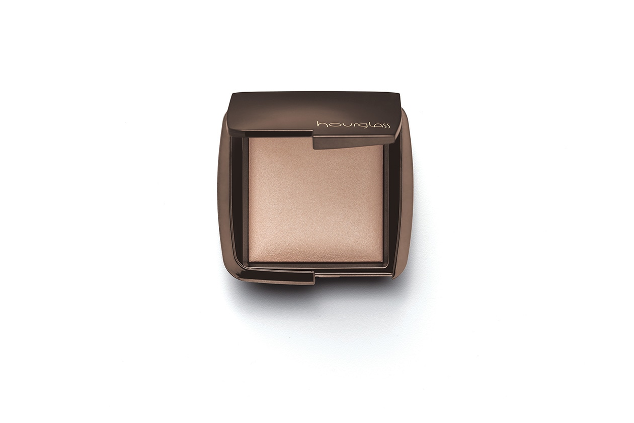 Amal Clooney: Hourglass Ambient Lighting Powder Luminous