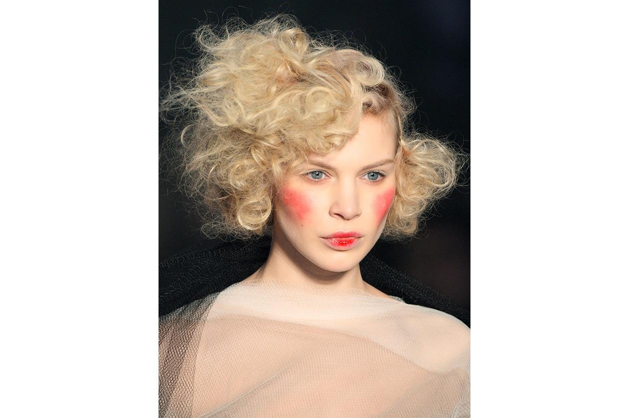 Beauty Capelli Ricci da Sfilate e Prodotti Viviene Westwood bty W F14 P 022
