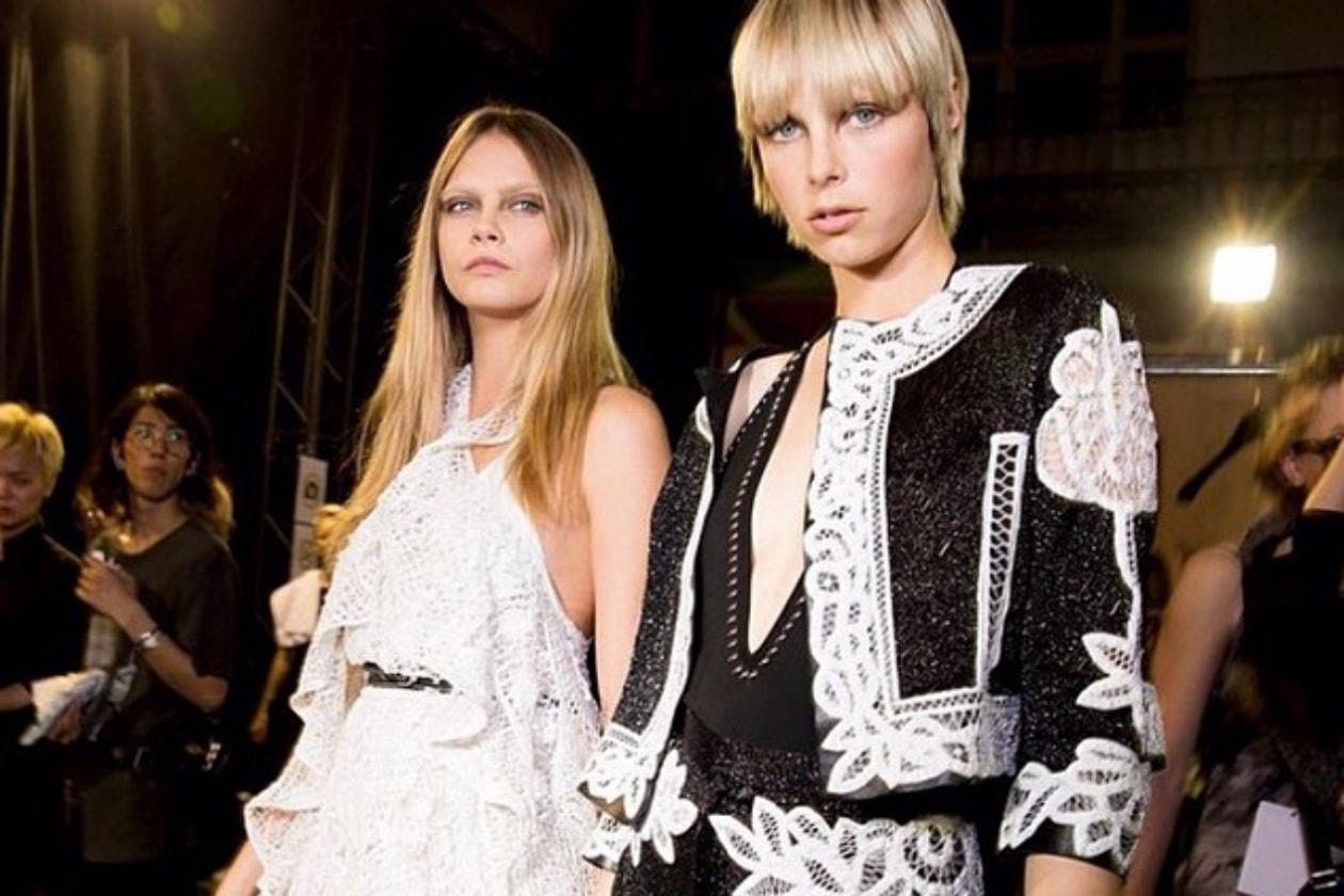 Cara Delevingne nel backstage di Givenchy