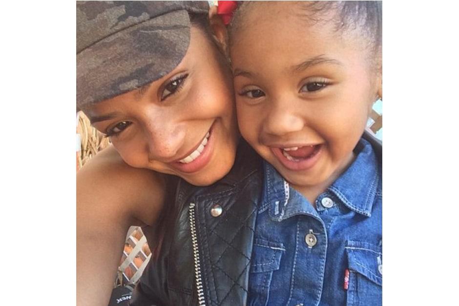 Christina Milian ha deciso di condividere con i fan l'espressione gioiosa della figlia di fronte al paradiso delle zucche