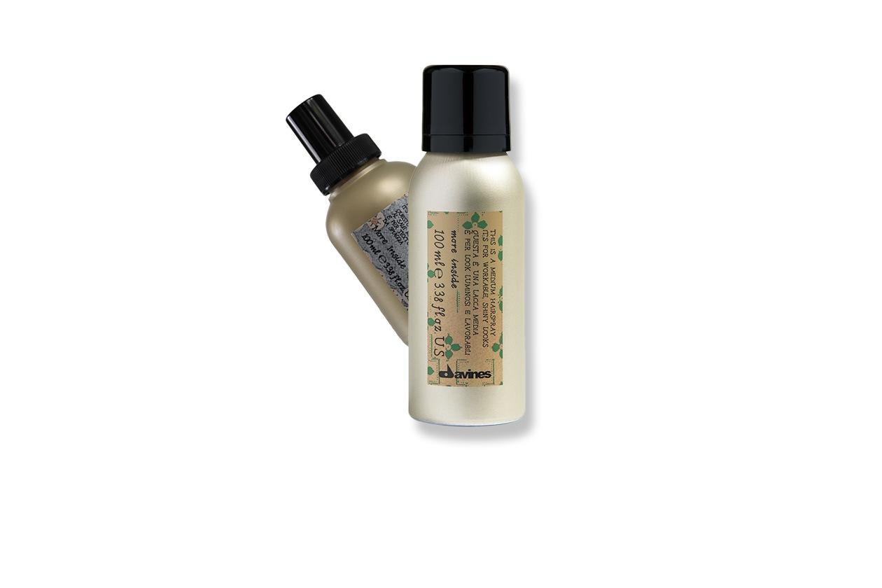 Davines More Inside Mini Medium Hairspray è una lacca invisibile con tenuta media mentre il More Inside Mini Sea Salt Hairspray è a base di sale marino