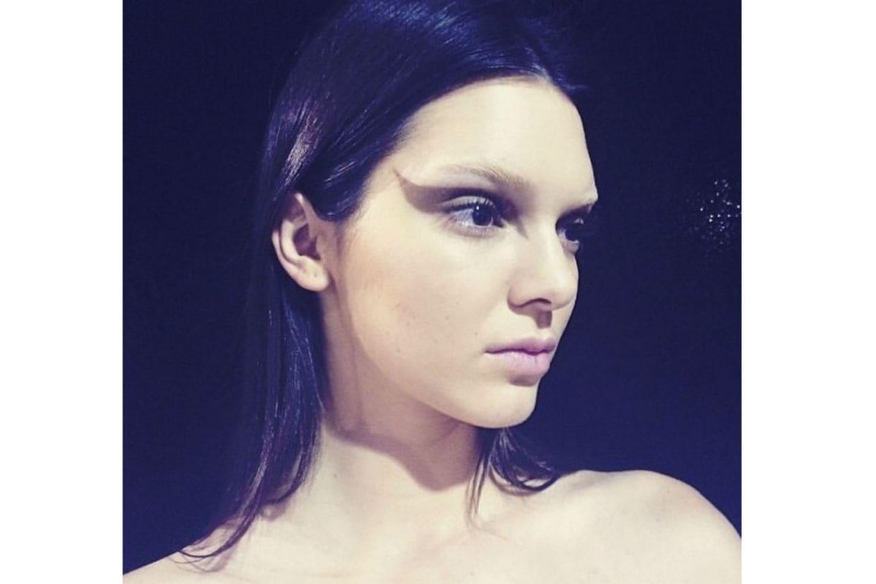 Il trucco di Givenchy è stato realizzato da Pat MCGrath (nella foto: Kendall Jenner)