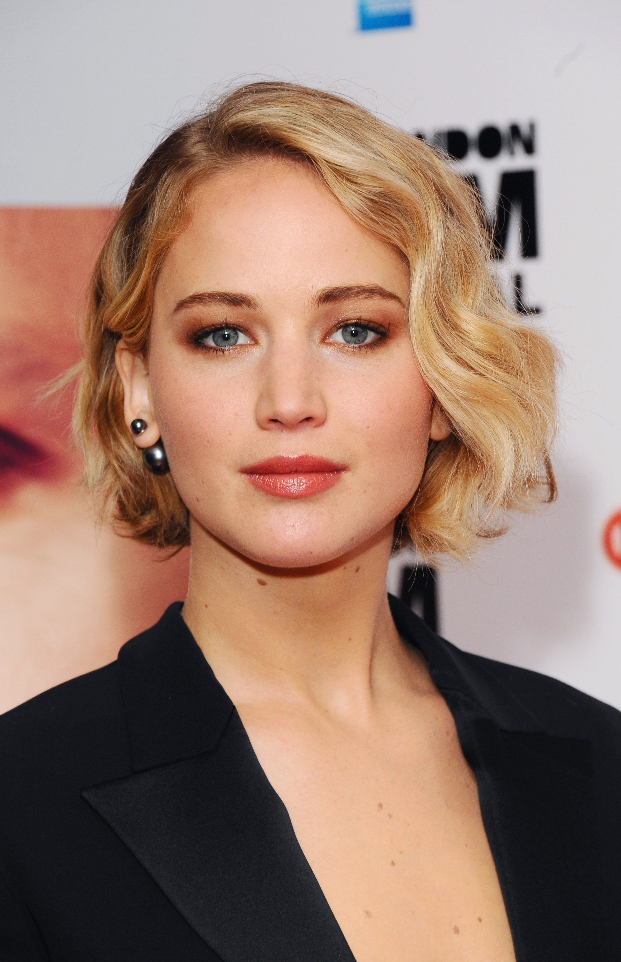 Jennifer Lawrence: il beauty look della première londinese