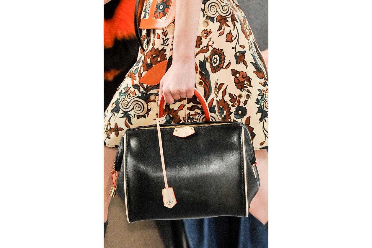 Louis Vuitton bag W F14 P 011