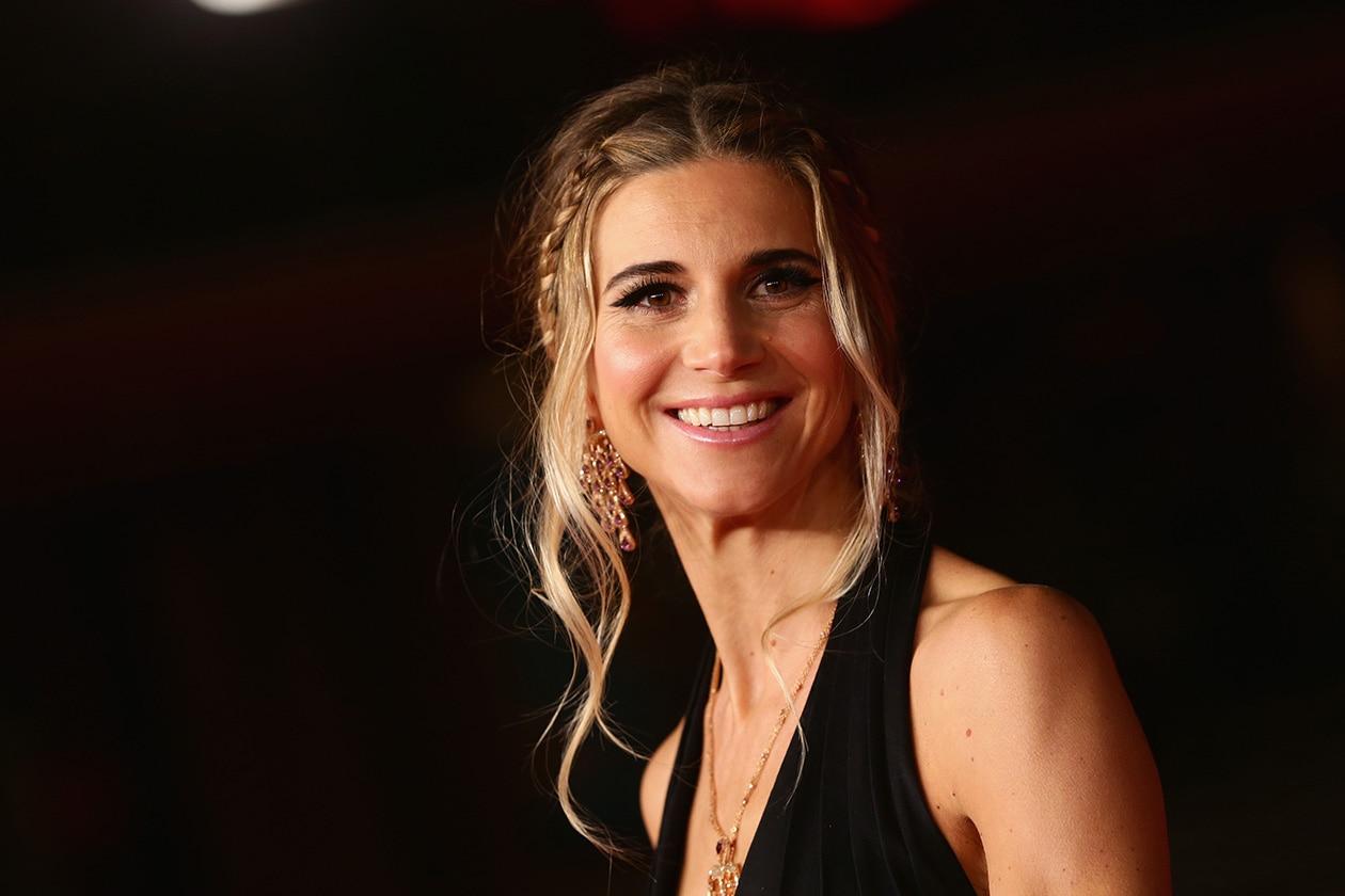 Nicoletta Romanoff: look etereo e acconciatura boho-chic