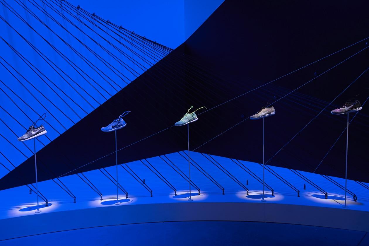 Nike Women Flyknit Display 34648