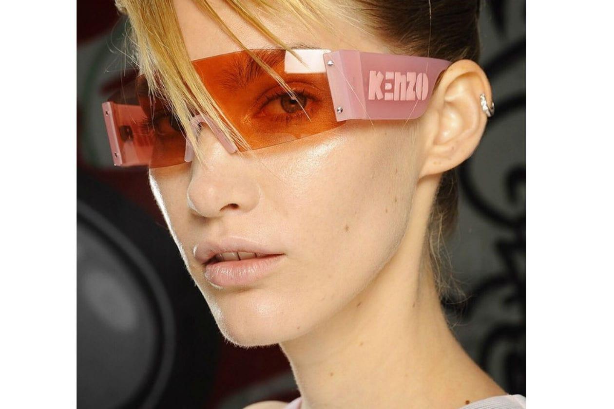 Rosa chiarissimo per Kenzo; il make up glowing è decisamente estivo