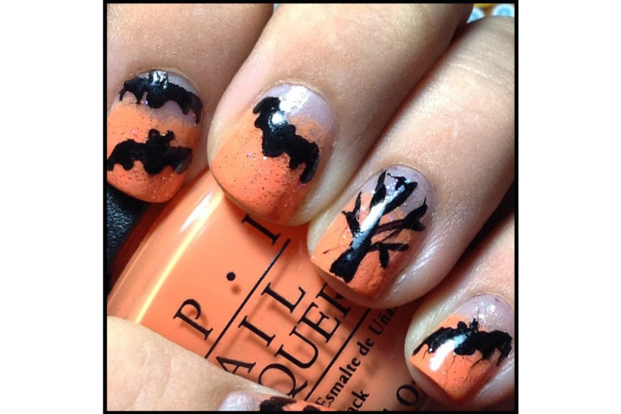 Spooky nails: flying bats