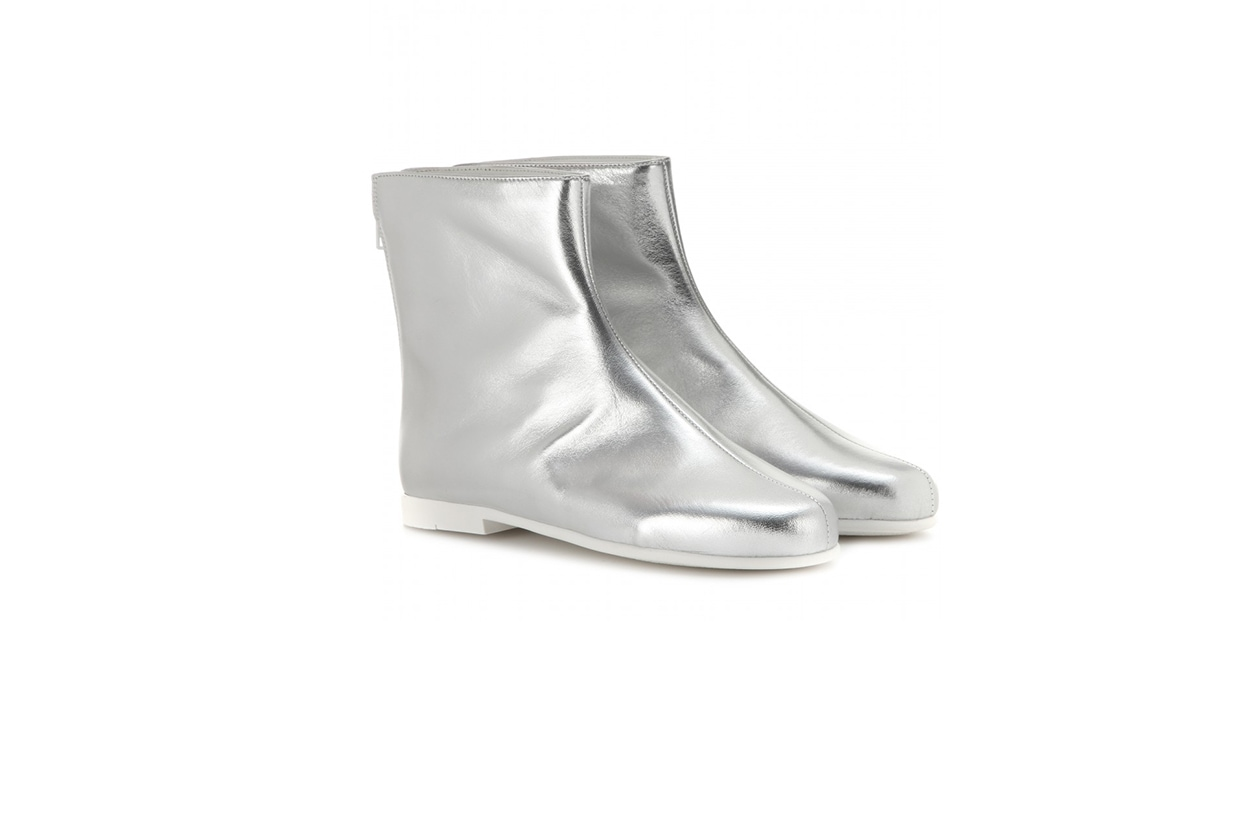 Fashion Booties are for lovers courreges