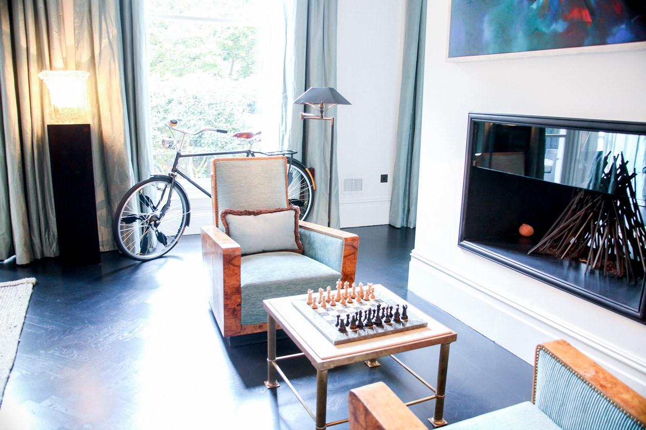 Adoro i giochi di luce e il calore della living room