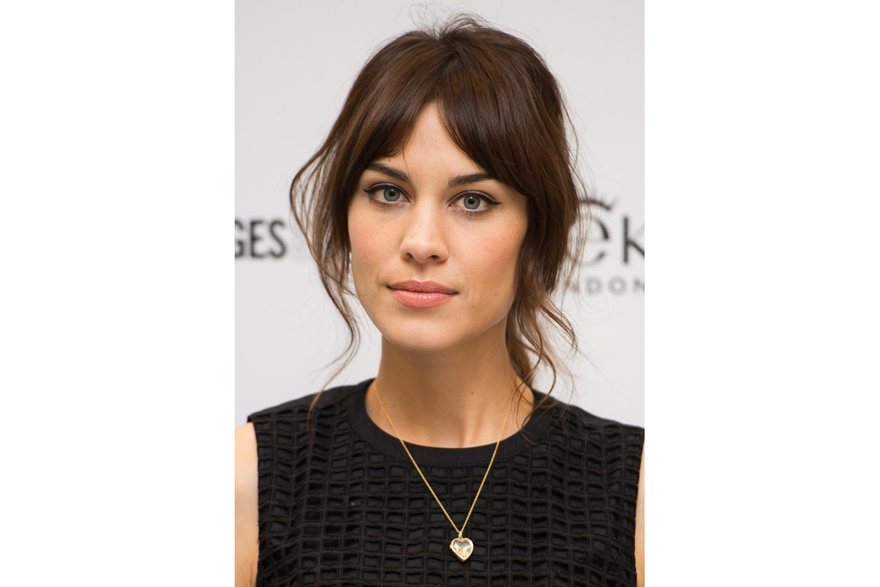 Alexa Chung make up con eyeliner e labbra nude luminose
